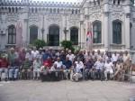 Fotografie de grup cu sărbătoritul